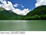 Купить «Highland Lake Ritsa in Abkhazia in June», фото № 29057683, снято 3 июня 2018 г. (c) Володина Ольга / Фотобанк Лори