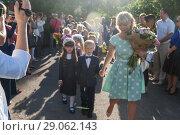 Купить «Ukraine.Kiev - September 1, 2016. First-graders and other students on the line near the school», фото № 29062143, снято 1 сентября 2016 г. (c) Tetiana Chugunova / Фотобанк Лори