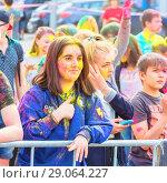 Купить «Веселые девочки отмечают праздник Холи», фото № 29064227, снято 12 мая 2018 г. (c) Акиньшин Владимир / Фотобанк Лори