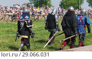 Купить «Athletic men in knight armor pass by the audience at the tournament, at the festival of the middle ages», видеоролик № 29066031, снято 30 мая 2020 г. (c) Константин Шишкин / Фотобанк Лори