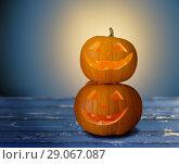 Купить «close up of halloween pumpkins on table», фото № 29067087, снято 17 сентября 2014 г. (c) Syda Productions / Фотобанк Лори
