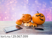 Купить «halloween jack-o-lantern, pumpkins and tablet pc», фото № 29067099, снято 15 сентября 2017 г. (c) Syda Productions / Фотобанк Лори