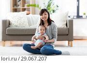 Купить «happy young mother with little baby at home», фото № 29067207, снято 23 февраля 2018 г. (c) Syda Productions / Фотобанк Лори