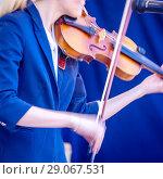 Купить «Young woman playing the violin.», фото № 29067531, снято 27 мая 2018 г. (c) Акиньшин Владимир / Фотобанк Лори