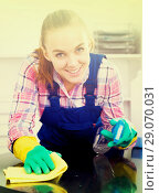 Купить «portrait of young woman cleaning», фото № 29070031, снято 24 октября 2018 г. (c) Яков Филимонов / Фотобанк Лори