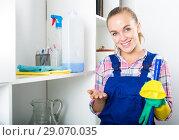 Купить «portrait of young woman cleaning», фото № 29070035, снято 24 октября 2018 г. (c) Яков Филимонов / Фотобанк Лори