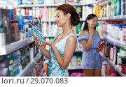 Купить «Woman customer looking for effective mouthwash», фото № 29070083, снято 21 июня 2018 г. (c) Яков Филимонов / Фотобанк Лори