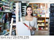 Купить «woman choosing canvas on easel», фото № 29070235, снято 18 июня 2019 г. (c) Яков Филимонов / Фотобанк Лори