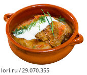 Купить «Tasty cabbage rolls in leaves of cabbage in clay pot with sour», фото № 29070355, снято 21 сентября 2018 г. (c) Яков Филимонов / Фотобанк Лори