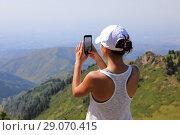 Купить «Woman use smart phone taking photo», фото № 29070415, снято 17 августа 2018 г. (c) Алексей Кузнецов / Фотобанк Лори