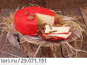 Купить «Российский сыр с орехами на деревянном столе», фото № 29071191, снято 12 сентября 2018 г. (c) Марина Володько / Фотобанк Лори