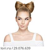 Купить «Young wonam with a nice hair style biting lips.», фото № 29076639, снято 3 апреля 2018 г. (c) Валуа Виталий / Фотобанк Лори