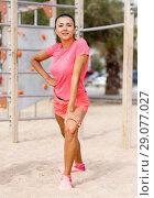 Купить «Woman training on outdoors fitness station», фото № 29077027, снято 26 июня 2018 г. (c) Яков Филимонов / Фотобанк Лори