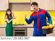 Woman with contractor at kitchen discussing repair. Стоковое фото, фотограф Elnur / Фотобанк Лори