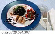 Купить «Appetizing squid stuffed with bell pepper, egg, wild rice and greens», видеоролик № 29084307, снято 27 августа 2018 г. (c) Яков Филимонов / Фотобанк Лори