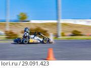 Купить «People go karts. The city of Novocheboksarsk, Russia, 16/09/2018», фото № 29091423, снято 16 сентября 2018 г. (c) Александр Якимов / Фотобанк Лори