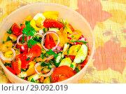 Купить «Сочная нарезка овощей в виде салата», фото № 29092019, снято 9 сентября 2018 г. (c) Игорь Кутателадзе / Фотобанк Лори