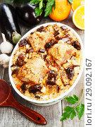 Купить «Куриные крылья с рисом, баклажанами и финиками. Вид сверху», фото № 29092167, снято 11 марта 2018 г. (c) Надежда Мишкова / Фотобанк Лори