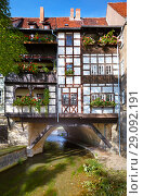 Historic timbered house on Kraemerbruecke - Merchants Bridge in Erfurt, Germany (2010 год). Стоковое фото, фотограф Serg Zastavkin / Фотобанк Лори