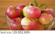 Купить «ripe apples in glass bowl on wooden table», видеоролик № 29092899, снято 7 сентября 2018 г. (c) Syda Productions / Фотобанк Лори