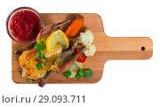 Купить «Roasted partridge with cranberry sauce», фото № 29093711, снято 22 октября 2018 г. (c) Яков Филимонов / Фотобанк Лори