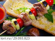 Купить «Mutton slices on barbecue skewers (shashlik)», фото № 29093823, снято 14 декабря 2018 г. (c) Яков Филимонов / Фотобанк Лори