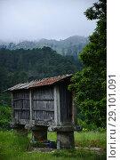 An old 'espigueiro' , a small granary used to save cereal. Стоковое фото, фотограф João Almeida / age Fotostock / Фотобанк Лори