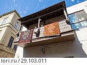 Купить «Старый типичный азербайджанский дом с коврами на балконе. Баку. Республика Азербайджан», фото № 29103011, снято 23 сентября 2017 г. (c) Евгений Ткачёв / Фотобанк Лори