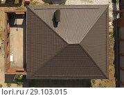 Купить «The brown roof of the new house. Home construction», фото № 29103015, снято 26 мая 2019 г. (c) Леонид Еремейчук / Фотобанк Лори