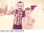 Купить «vigorous father and daughter regarding paintings in museum», фото № 29103679, снято 20 сентября 2018 г. (c) Яков Филимонов / Фотобанк Лори