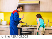 Купить «Woman with contractor at kitchen discussing repair», фото № 29105503, снято 20 июня 2018 г. (c) Elnur / Фотобанк Лори
