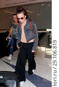 Купить «Millie Bobby Brown arrives at Los Angeles International Airport (LAX) Featuring: Millie Bobby Brown Where: Los Angeles, California, United States When: 08 May 2017 Credit: WENN.com», фото № 29106819, снято 8 мая 2017 г. (c) age Fotostock / Фотобанк Лори