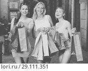 Купить «Young womens with shopping bags», фото № 29111351, снято 19 октября 2018 г. (c) Яков Филимонов / Фотобанк Лори