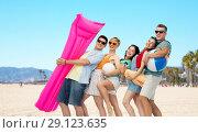 Купить «friends with beach supplies in california», фото № 29123635, снято 30 июня 2018 г. (c) Syda Productions / Фотобанк Лори