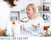 Купить «MAture woman and doctor», фото № 29124747, снято 14 ноября 2017 г. (c) Яков Филимонов / Фотобанк Лори