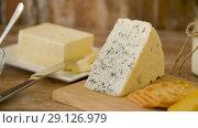 Купить «cottage cheese, crackers, milk, yogurt and butter», видеоролик № 29126979, снято 21 августа 2018 г. (c) Syda Productions / Фотобанк Лори