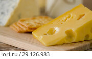 close up of cheese and cracker on wooden board. Стоковое видео, видеограф Syda Productions / Фотобанк Лори