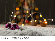 Christmas balls with an electric garland while snowing. Стоковое фото, агентство Wavebreak Media / Фотобанк Лори