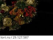 Christmas red berries and ornament. Стоковое фото, агентство Wavebreak Media / Фотобанк Лори