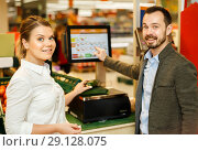 Купить «Couple is weighing products in fruit department», фото № 29128075, снято 4 апреля 2018 г. (c) Яков Филимонов / Фотобанк Лори