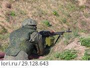 Купить «Солдат с пулеметом в окопе», фото № 29128643, снято 20 сентября 2018 г. (c) Игорь Долгов / Фотобанк Лори