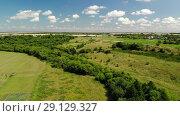 Купить «survey from quadrocopter in rural areas in Central Russia», видеоролик № 29129327, снято 20 августа 2019 г. (c) Володина Ольга / Фотобанк Лори