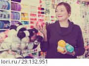 Купить «Woman holding colorful knitting yarns», фото № 29132951, снято 10 мая 2017 г. (c) Яков Филимонов / Фотобанк Лори