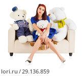 Купить «Молодая женщина с двумя игрушечными медведями на диване», фото № 29136859, снято 26 февраля 2018 г. (c) Beerkoff / Фотобанк Лори