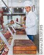 Купить «Professional cook sniffing freshly cooked dish», фото № 29137915, снято 9 декабря 2018 г. (c) Яков Филимонов / Фотобанк Лори