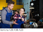 Купить «Master is helping woman to repairing drill», фото № 29138123, снято 10 октября 2017 г. (c) Яков Филимонов / Фотобанк Лори