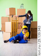 Купить «The woman boss and man contractor working with boxes delivery», фото № 29139943, снято 4 июня 2018 г. (c) Elnur / Фотобанк Лори