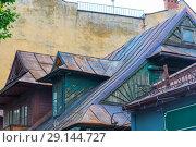 Купить «metal rusty old house roof close-up», фото № 29144727, снято 19 августа 2017 г. (c) Константин Лабунский / Фотобанк Лори