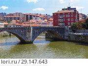 Купить «San Anton bridge is an arch bridge in Bilbao, Spain», фото № 29147643, снято 19 июня 2019 г. (c) Maksym Yemelyanov / Фотобанк Лори