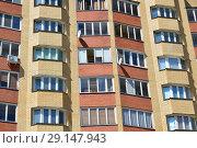 Купить «Десятиэтажный кирпично-панельный жилой дом серии 90 ВЛК, построен в 2004 году. Улица Тимирязева, 4, корпус 1. Поселок Пироговский. Мытищинский район. Московская область», эксклюзивное фото № 29147943, снято 25 мая 2015 г. (c) lana1501 / Фотобанк Лори